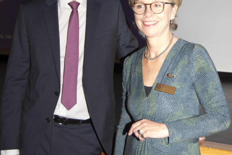 T. Voß und die Präsidentin