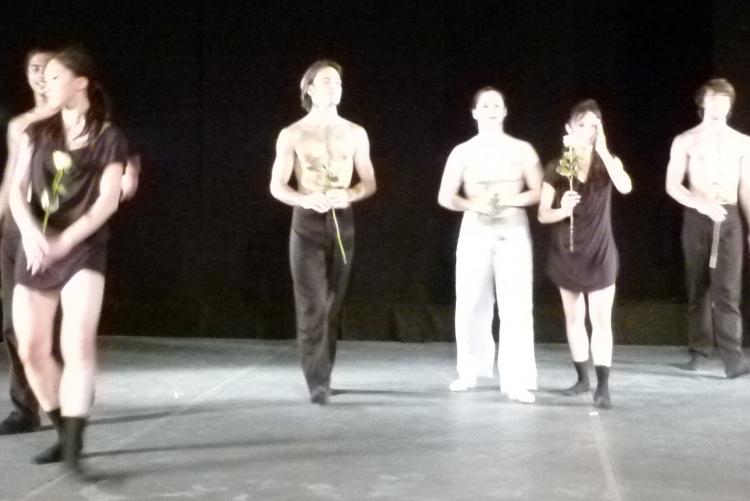 Rosen für die Tänzerinnen und Tänzer